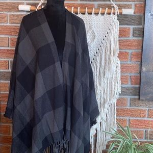 International INC Company Shawl NWT
